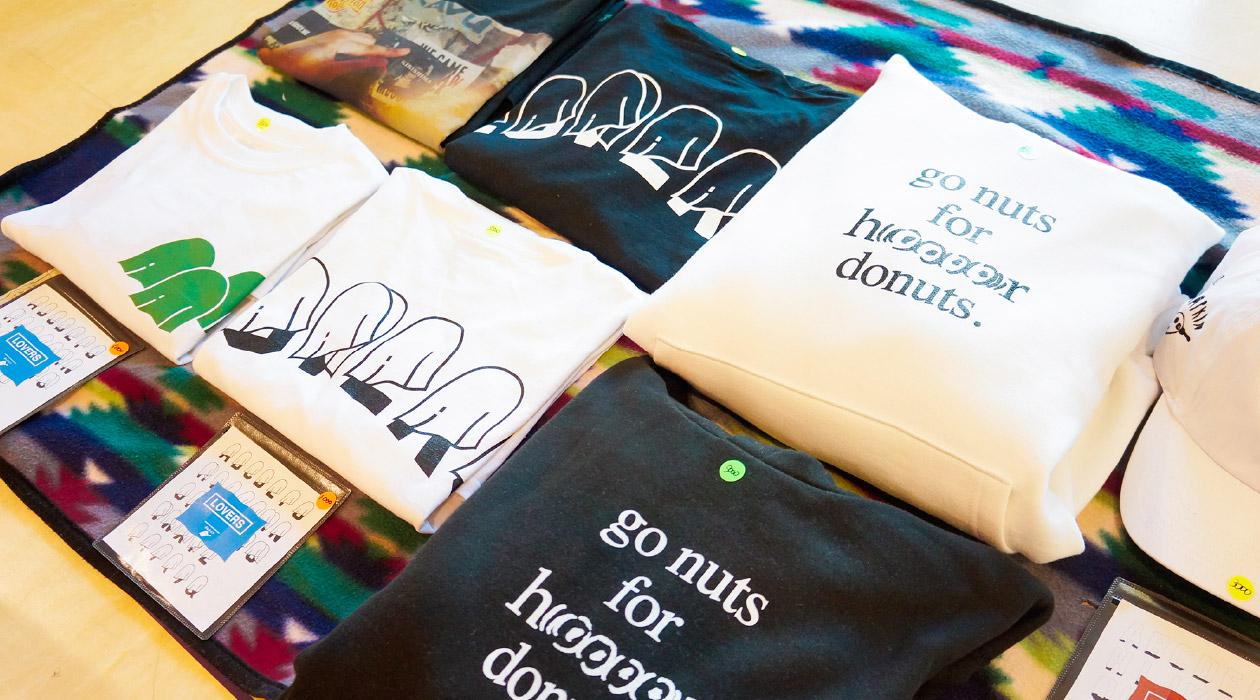 【文字フリマ】〜ほらードーナッツさんのお店〜 オリジナルフォントを使用したTシャツ