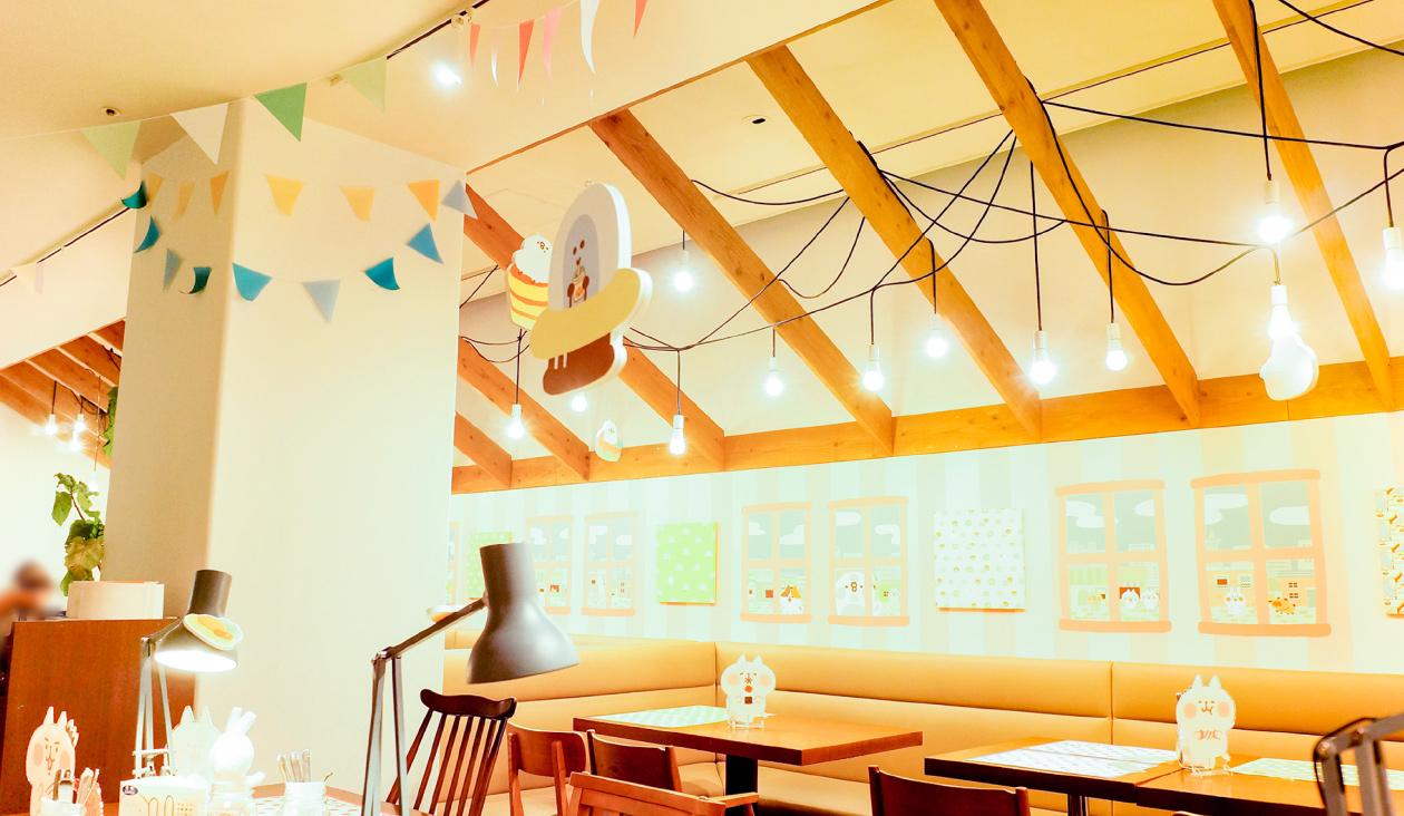 【カナヘイのゆるっとカフェ ~ グルメレポート篇 ~】店内に潜入。壁面からテーブルまでいろんな所にカナヘイさんのイラストがいっぱい。