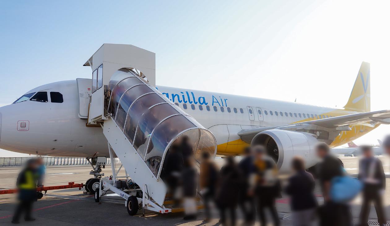 【北海道うさぎフォントツアー計画】空港内のバスで飛行機のある場所に移動。バニラエア乗るよ~